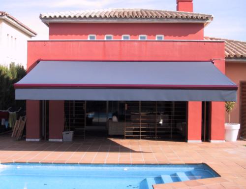 Ventajas de proteger tu balcón con un toldo